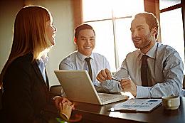 Drei berufliche Partner, per Beziehungshoroskop untersuchen