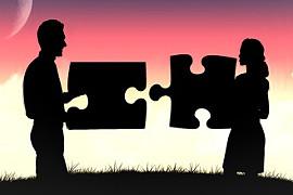 Puzzle-Paar: persönliches Partnerhoroskop und das Zusammenpassen